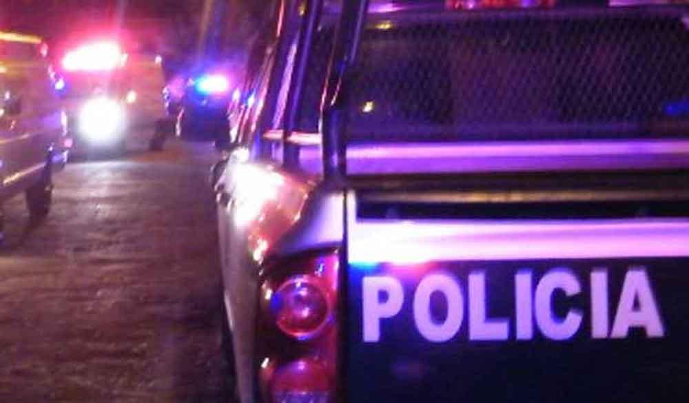 Localizan a ejecutado dentro de un auto en Tecate
