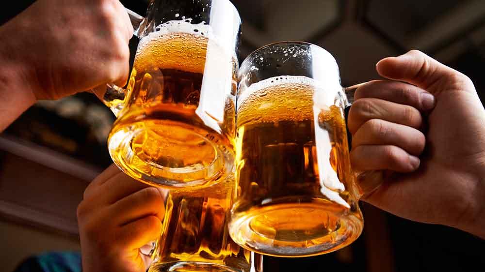 Joven ingiere alcohol por casi 12 horas seguidas y muere