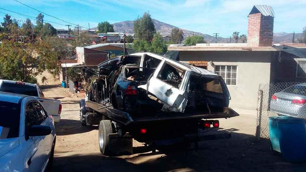 Localizan 4 vehículos con reporte de robo durante cateo en Tecate