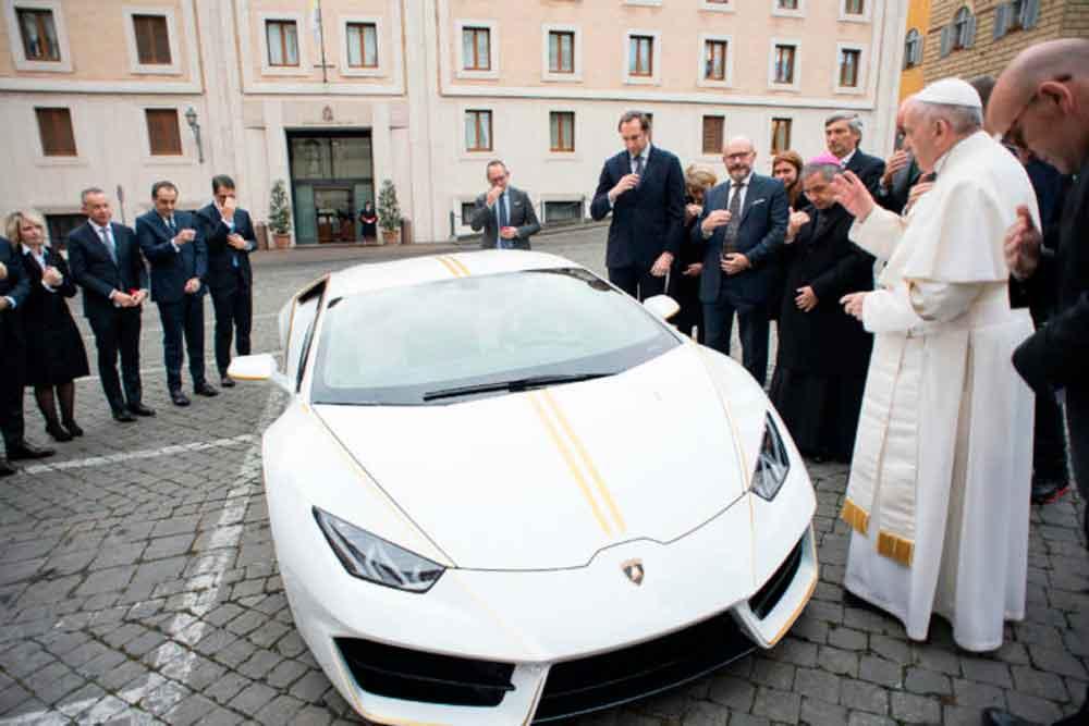 Regalan Lamborghini de más de 200 mil dólares al Papa Francisco