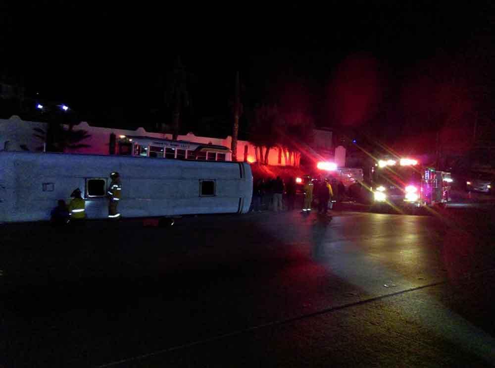Vuelca camión con trabajadores en Tijuana; hay 33 heridos