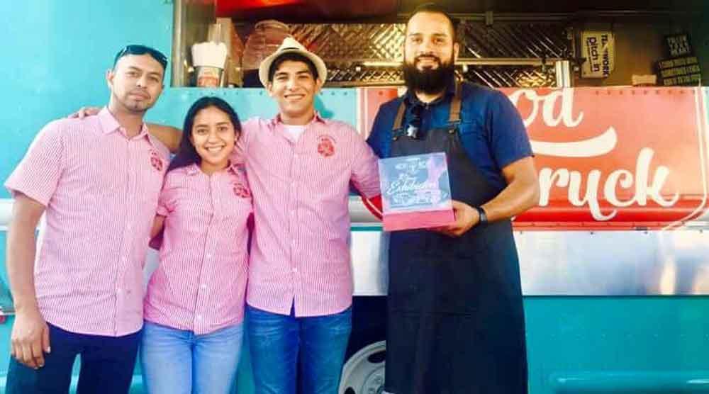 """Entregan premio """"Chef revelación"""" a propietario de El Food Truck Tecate"""