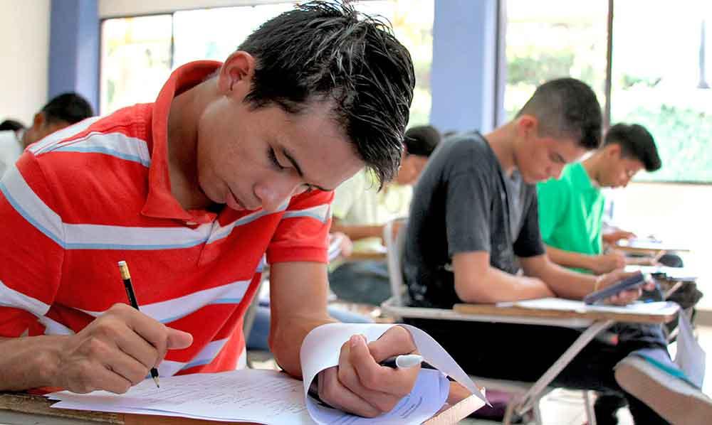 Ofertan en Tecate curso de preparación para el examen de admisión a UABC