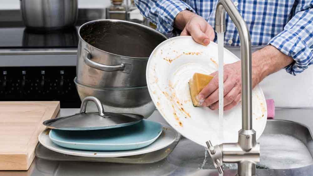 Lavar los trastes es beneficioso para la salud