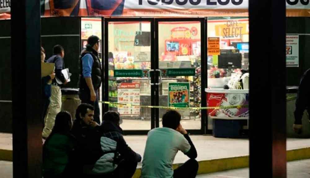 Difunden video de brutal ataque a empleado de tienda tras resistir asalto