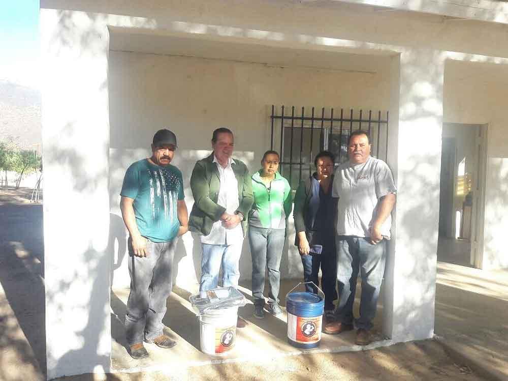 Regidor Independiente entrega apoyo para rehabilitación de clínica en Ejido Carmen Serdán