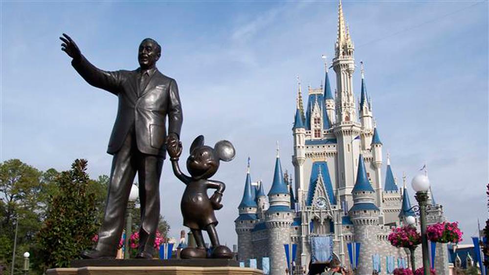 Reportan 12 personas enfermas tras visitar Disneylandia