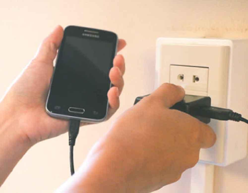 ¿Es bueno cargar tu celular toda la noche?