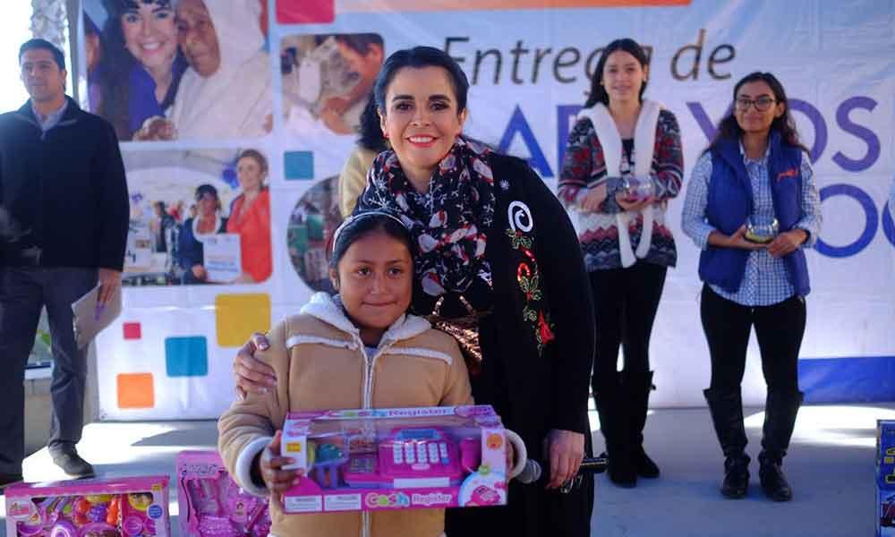 Entregó Señora Brenda Ruacho de Vega apoyos sociales en beneficio de familias de Tijuana