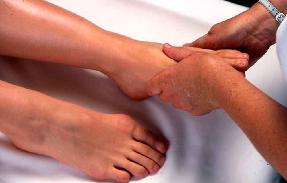 Pie diabético, complicación por falta de higiene y cuidado: IMSS