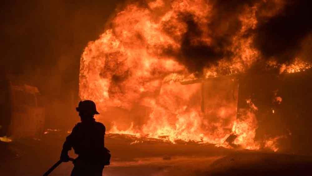 Más de 20 mil evacuados tras incendio masivo en el sur de California