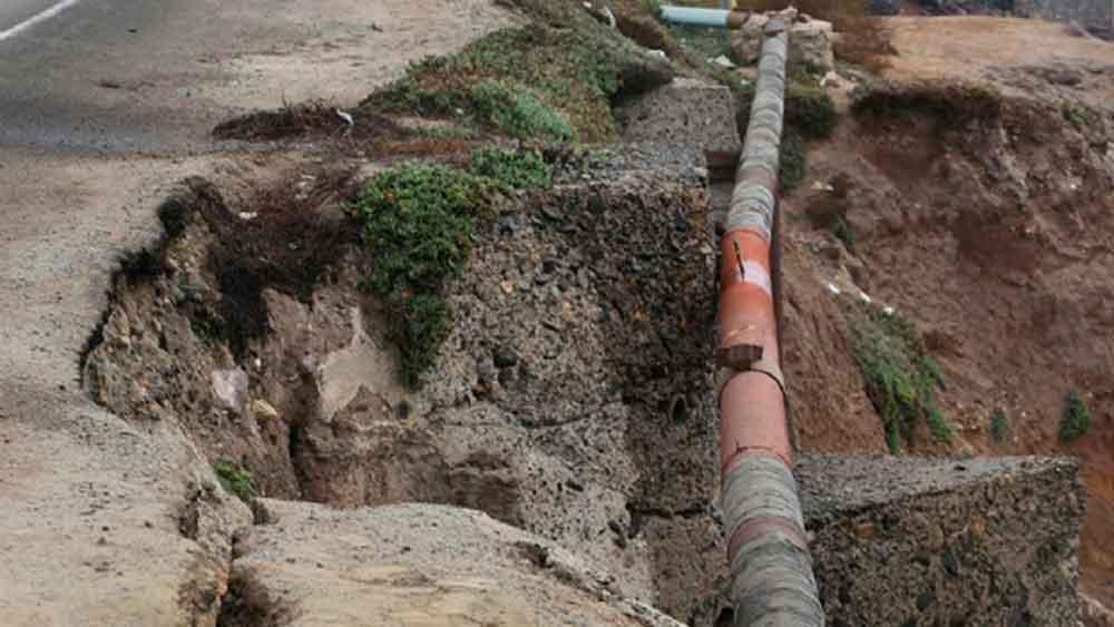 Advierten por posible derrumbe en carretera Tijuana-Ensenada