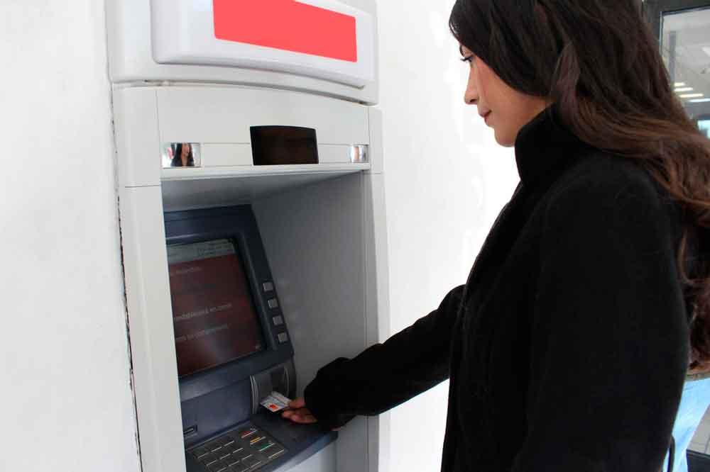 Emiten recomendaciones en uso de cajeros automáticos durante época decembrina