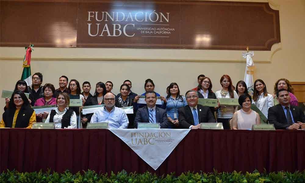 Beneficia FUABC a 21 estudiantes Cimarrones en manutención e intercambio estudiantil