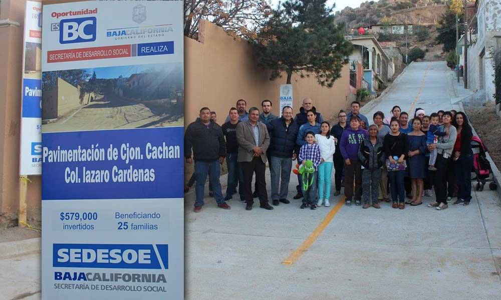 Pavimentan calle en colonia Lázaro Cárdenas en Tecate
