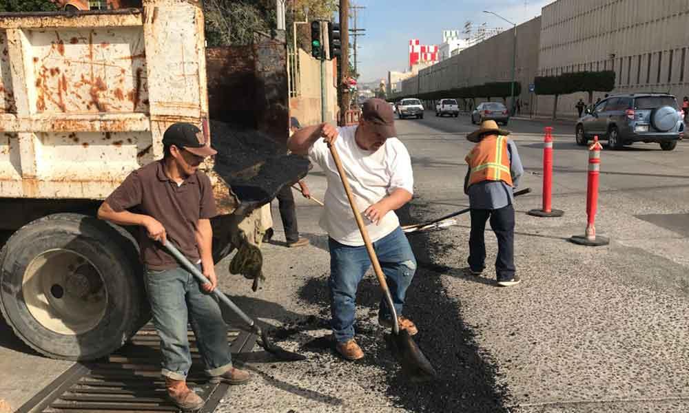 Obras Públicas bachea principales avenidas del municipio