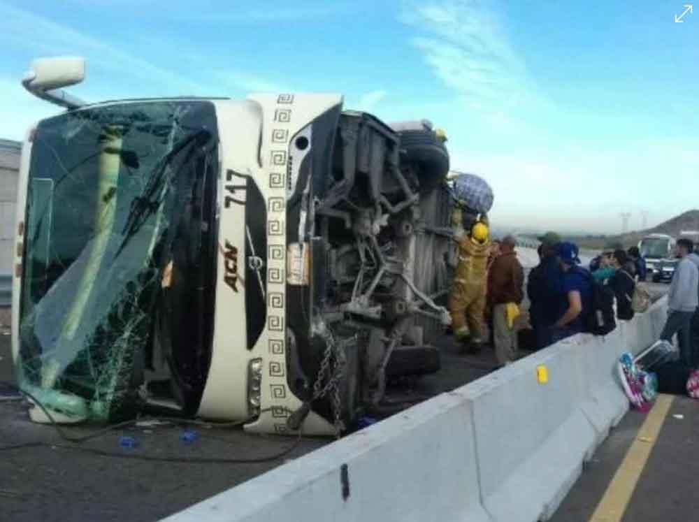 Se vuelca autobús de pasajeros en carretera de Sonora; salió de Ensenada