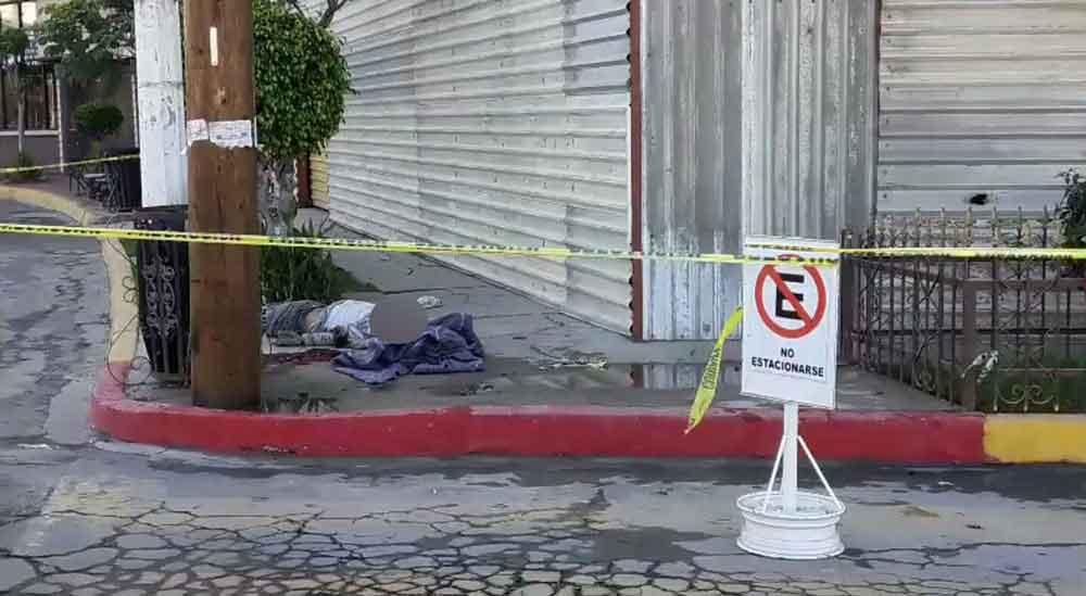 Muere trabajador al caer de tercer piso en construcción