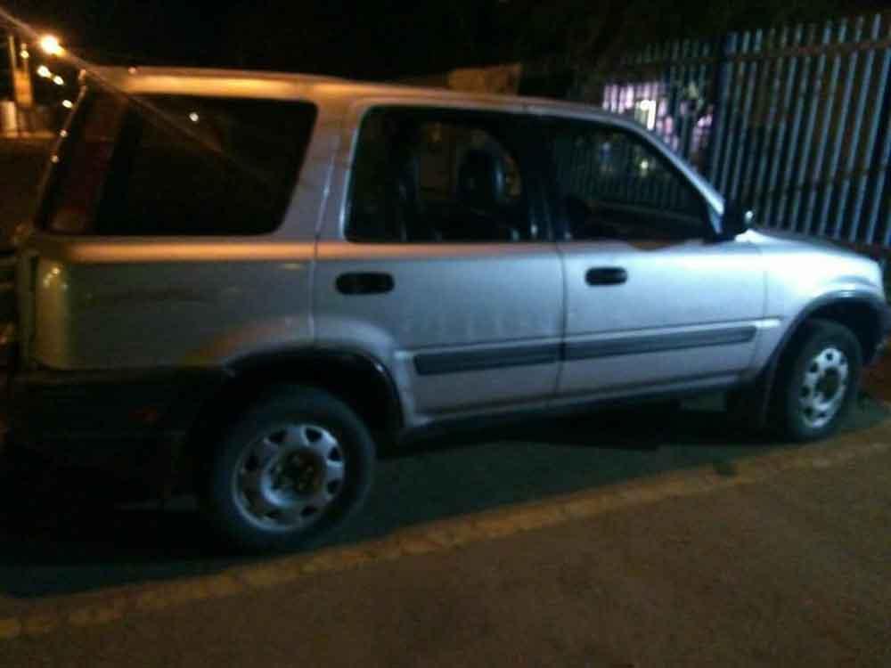 Recupera su camioneta robada después de un año; hay dos detenidos
