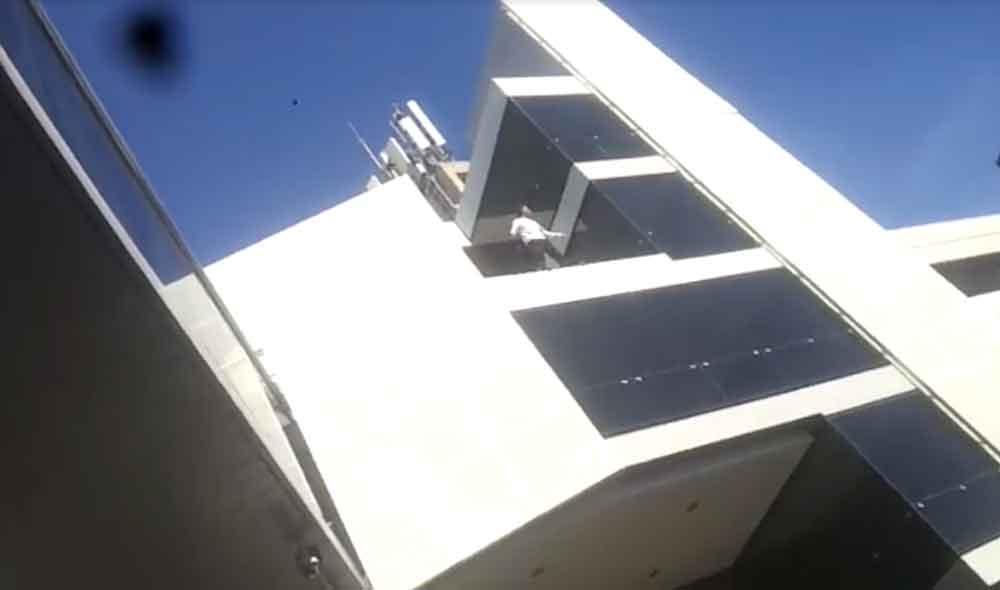 Hombre se lanza desde edificio en el Aeropuerto de Tijuana