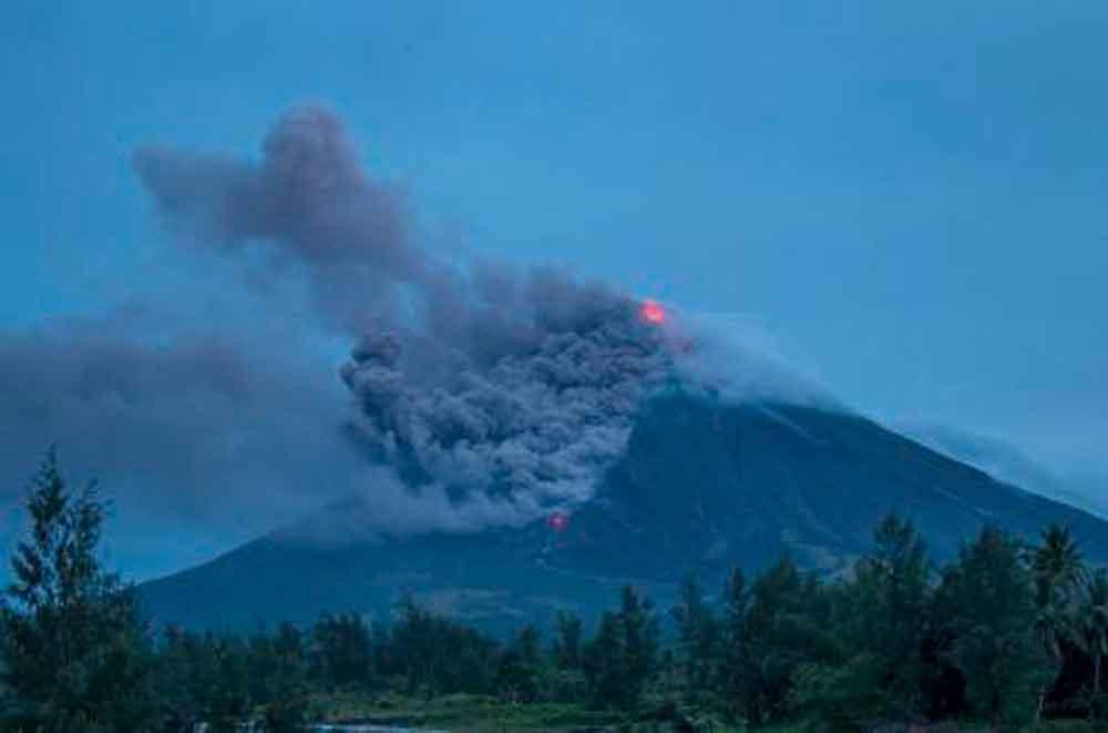 Volcán hace huir a más de 34 mil personas en Filipinas