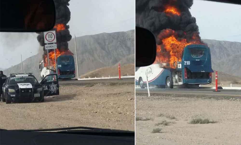 Autobús de pasajeros se incendia en carretera Mexicali-Tijuana