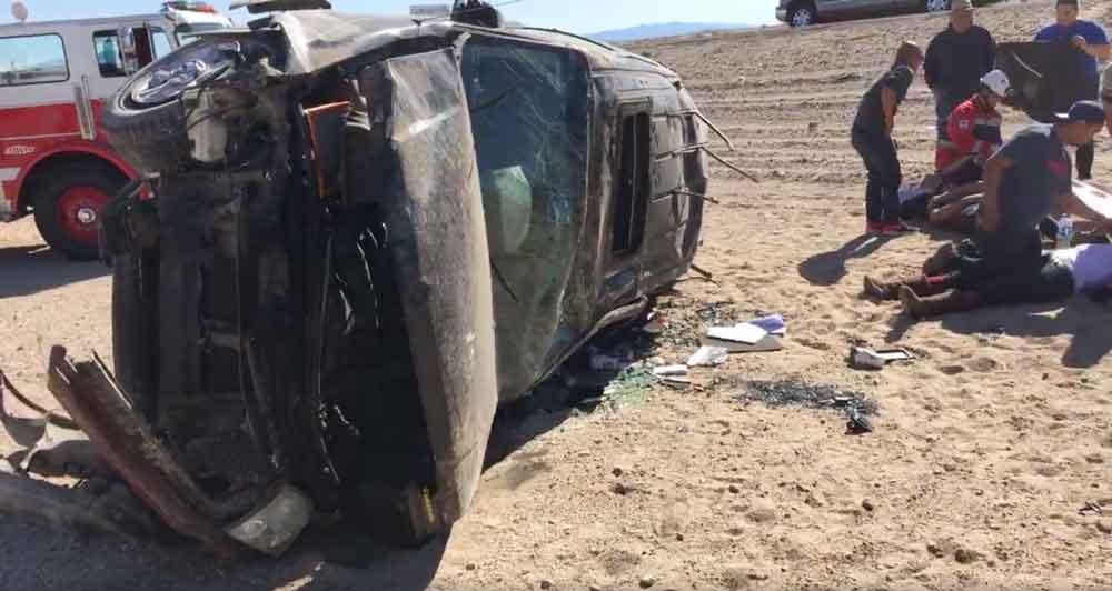 6 lesionados tras fuerte volcadura en carretera Mexicali-Tecate