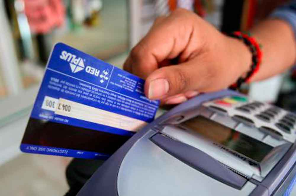 Alertan por aumento en fraudes cibernéticos a tarjetas bancarias