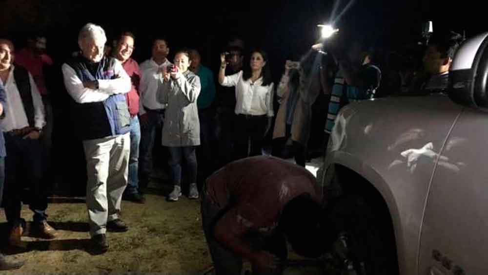 Le ponchan las llantas a AMLO tras mitin en Chiapas