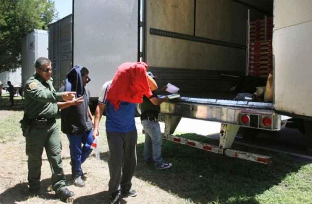 Rescatan a 109 migrantes dentro de un tráiler en Tamaulipas; presentaban signos de deshidratación