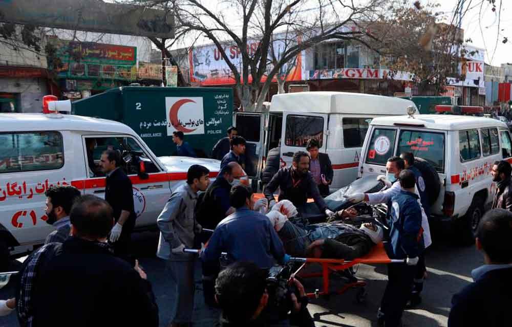 Explosión de coche bomba en Afganistán deja al menos 95 muertos