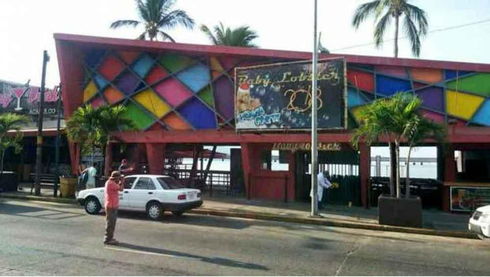 Menor de 17 años, grave por balacera en bar de Acapulco