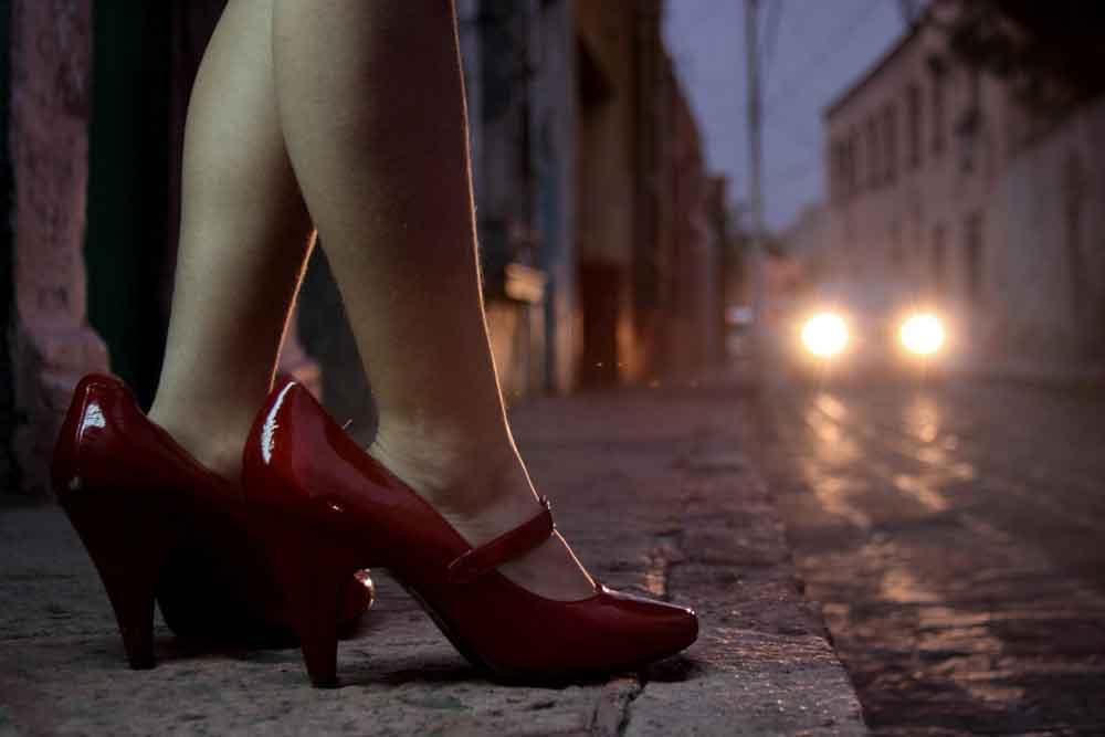 Mujer sometía a su hija de siete años a la prostitución