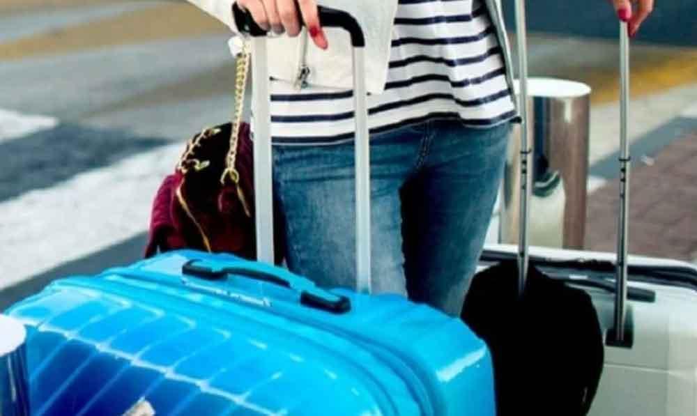 Mujer llevaba el cuerpo de su marido dentro de una maleta; es detenida