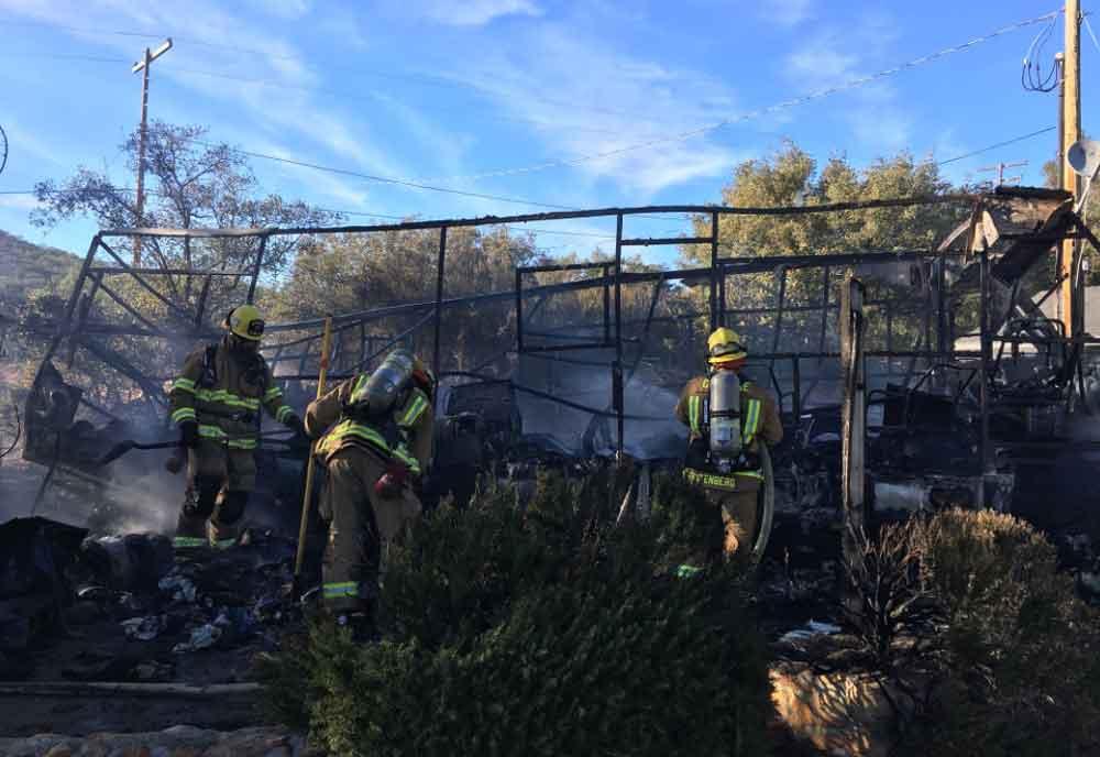 Muere hombre tras incendiarse casa móvil en San Diego