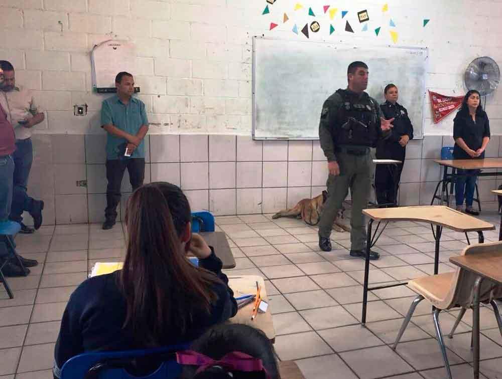 """Realizan operativo """"Mochila Segura"""" en secundaria de Tijuana"""