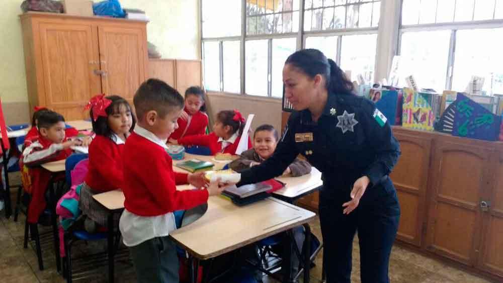 Entrega la Dirección de Seguridad Ciudadana Rosca de Reyes en escuelas
