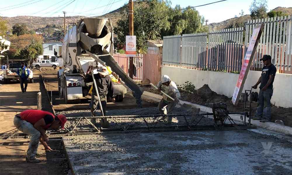 Alcaldesa Nereida Fuentes, arranca obra de pavimentación en El Descanso