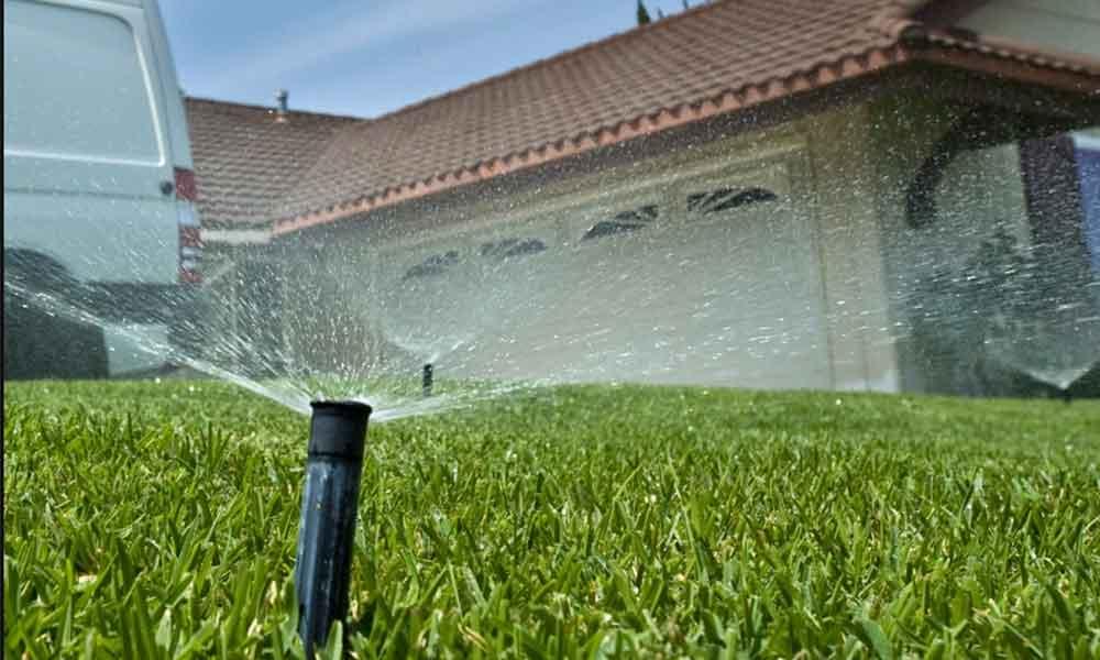 Hasta 500 dólares de multa a quien derroche agua en California