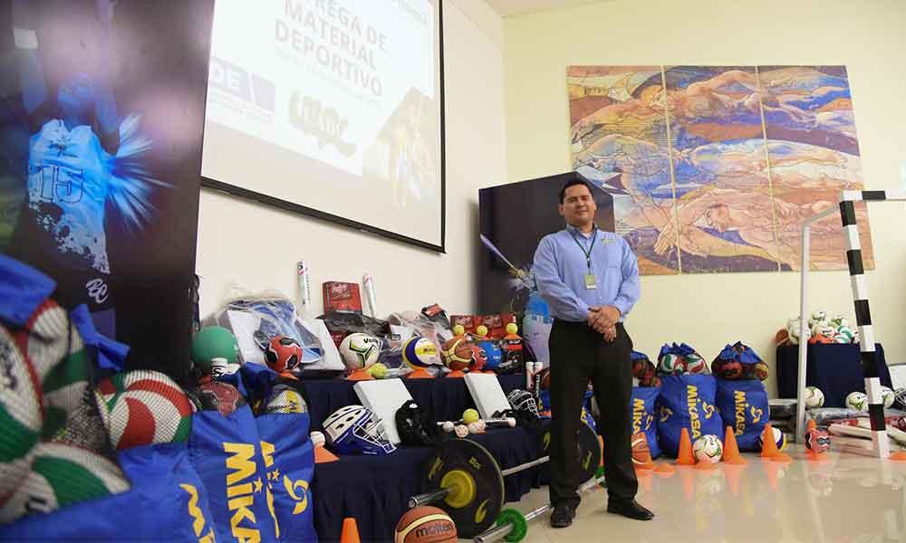Entregan más de 500 mil pesos en material deportivo para Facultad de Deportes de la UABC