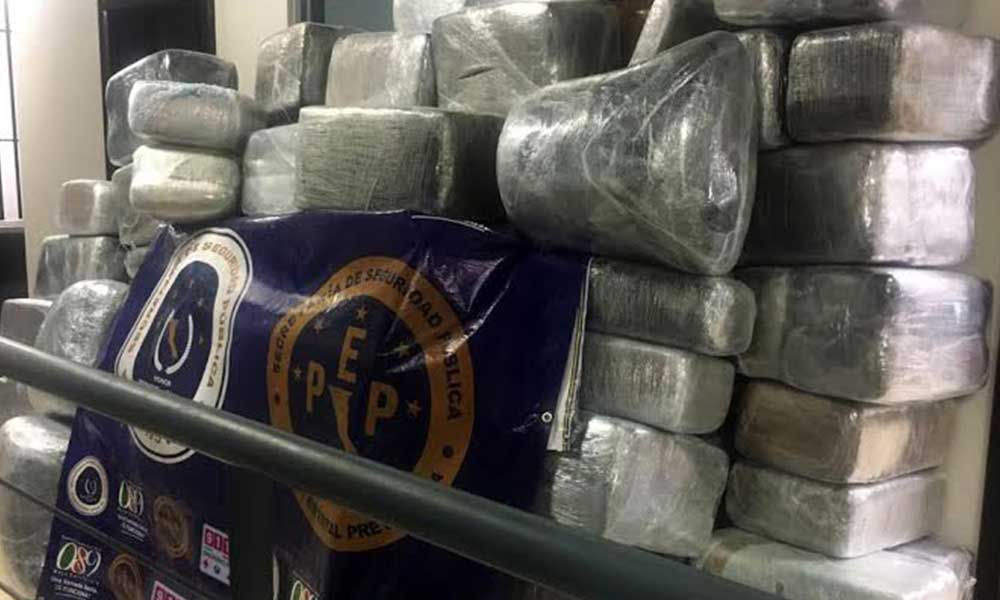 Decomisan casi dos toneladas de marihuana en una camioneta abandonada