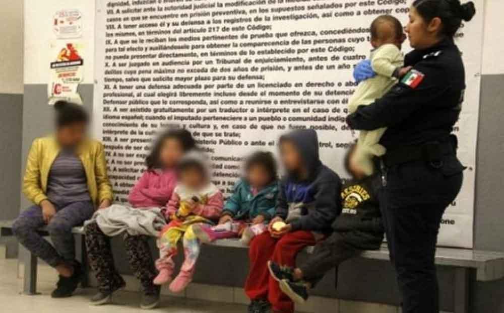 Mujer se iba de antro mientras su hija de 13 años cuidaba a sus 6 hermanos