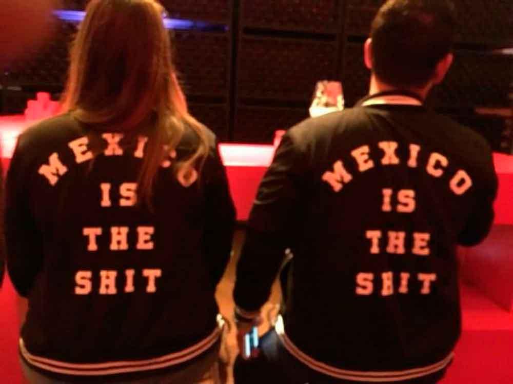 """Sacan a joven de bar en Ensenada por usar chamarra """"México is the shit"""""""