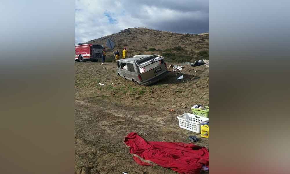 Se registra fuerte volcadura en carretera Tecate-Mexicali