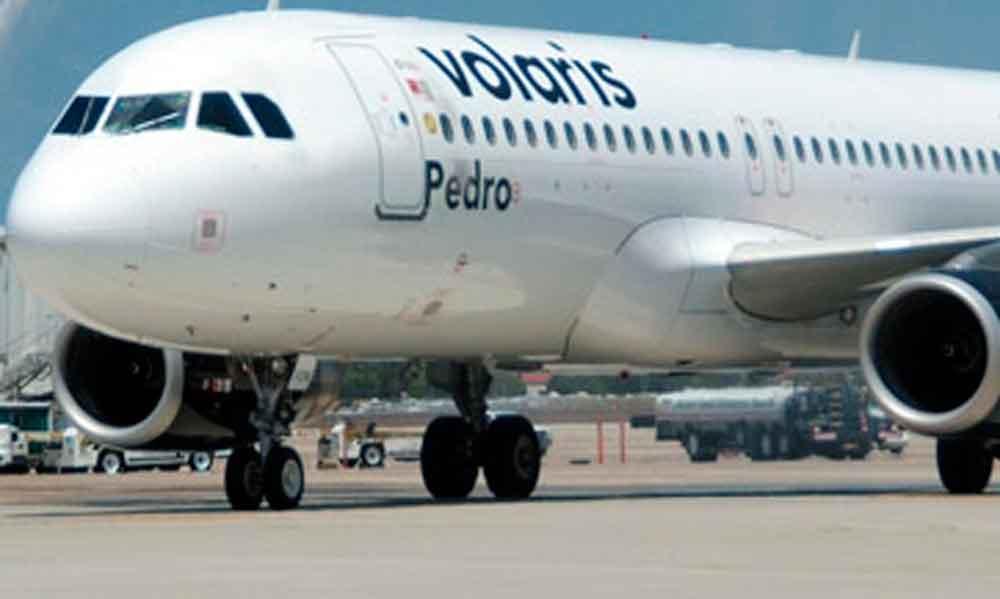 Rescatan a niña en vuelo de Volaris; era trasladada por tratantes de blancas