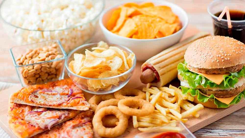 ¡Cuidado con la comida chatarra! Puede aumentar el riesgo de cáncer