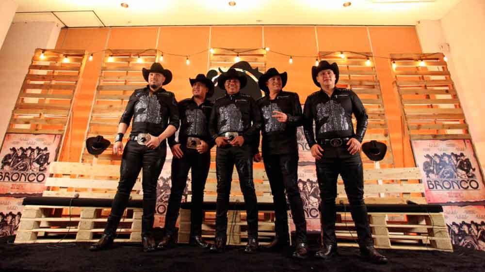 "Grupo ""Bronco"" en ceremonia de inicio de temporada de Toros de Tijuana"