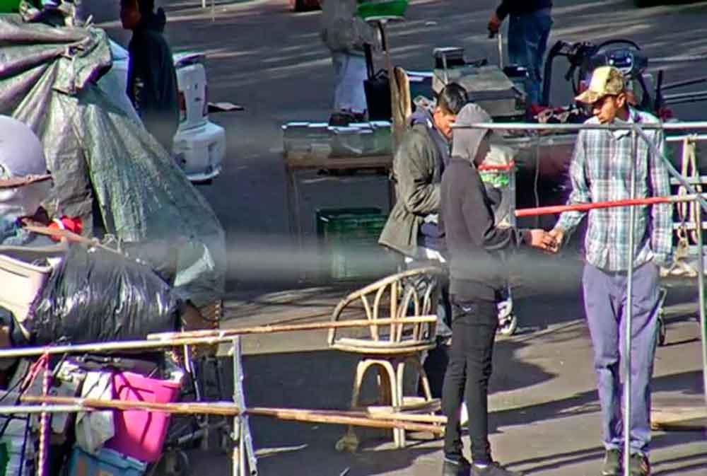 Cámaras de seguridad captan a menor vendiendo droga en Tijuana
