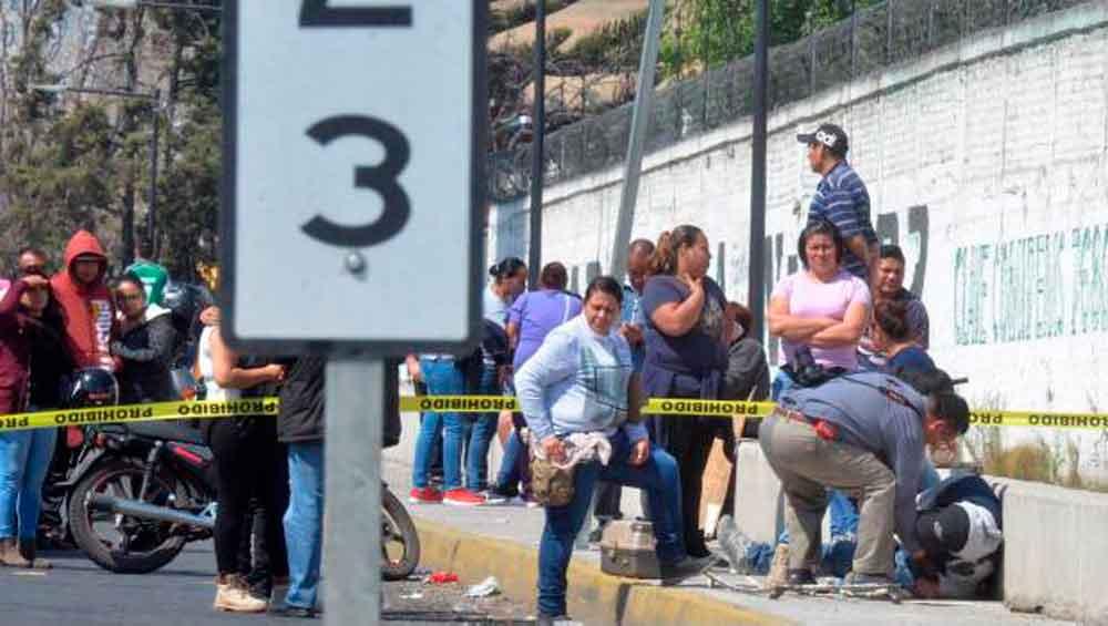 Muere militar al frustrar asalto a camión de pasajeros