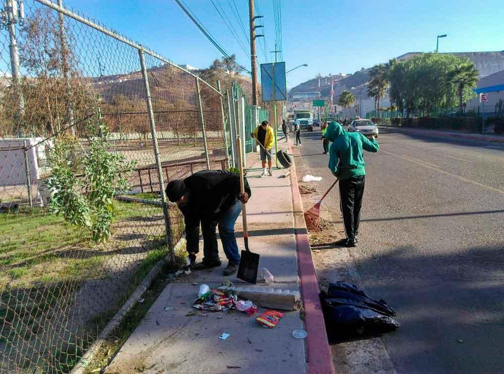 Infractores limpian más de 8 mil metros cuadrados en varias zonas de Tijuana